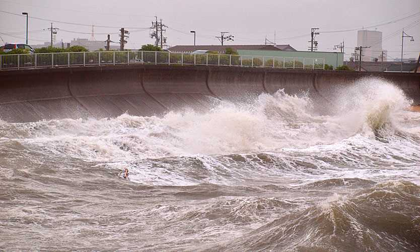 Storm surge ahead of Typhoon Jebi in Ise Bay, Japan