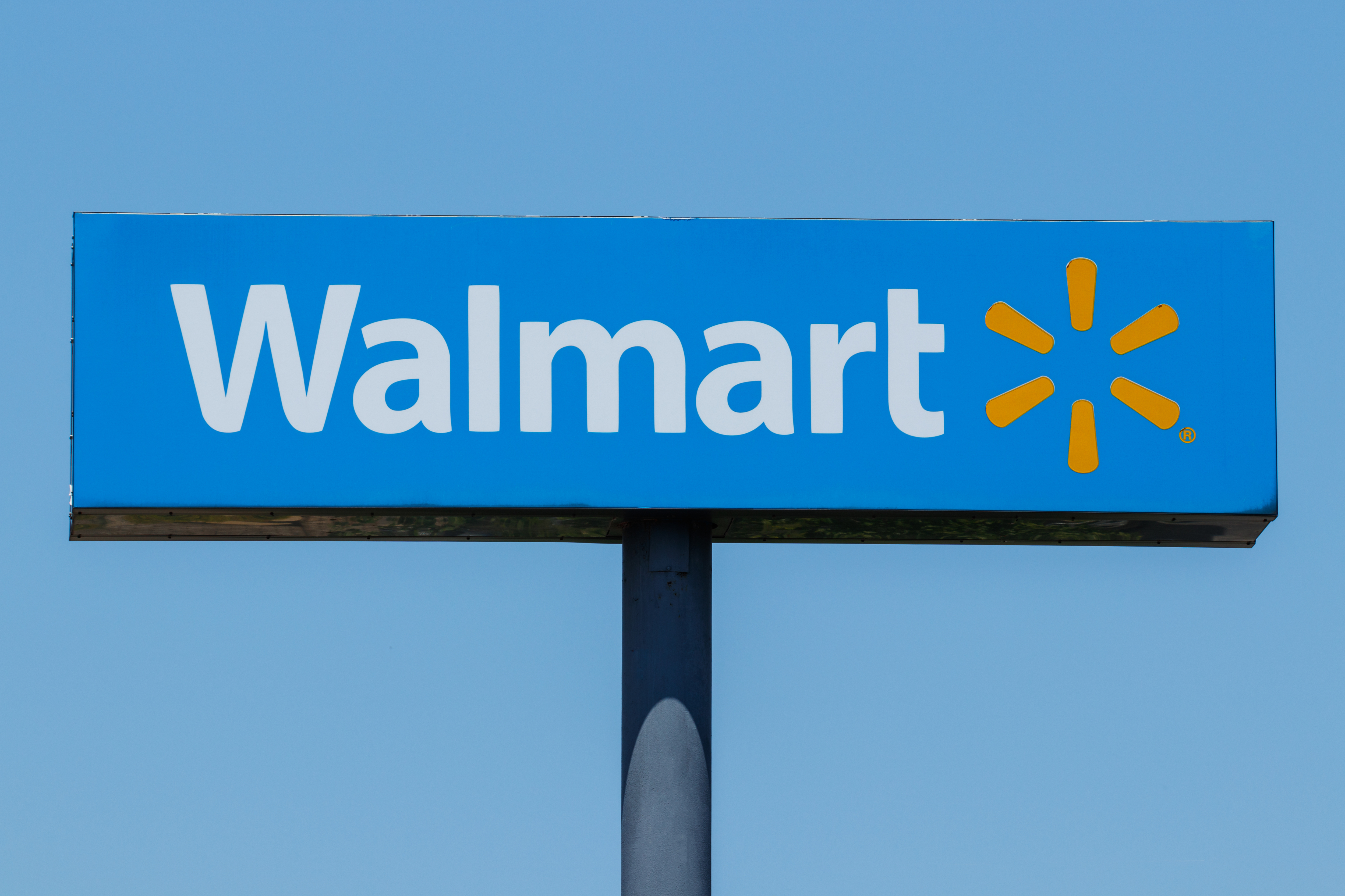 EEOC says Walmart likely discriminated against female workers