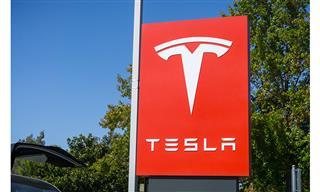 Tesla shares fall after Musk mocks SEC on Twitter