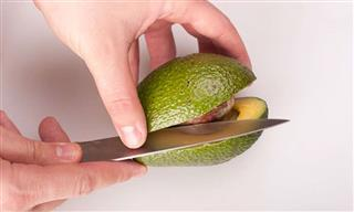 Spike in avocado hand has UK doctors calling for warning labels