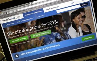 More than 700,000 enroll through state insurance exchanges in first month