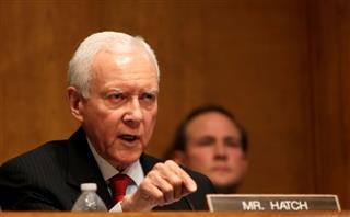 Republican senators introduce bill to kill health reform law's individual mandate