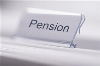 More employers turning to insurers to sell off pension plan liabilities, LIMRA Secure Retirement Institute sales survey.