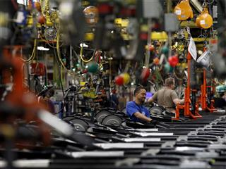 GM beats U.S. workers' lawsuit over religious holidays, for now