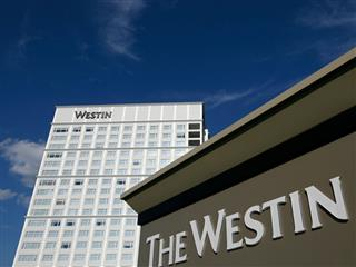 Starwood hotel chain reports monthslong data breach