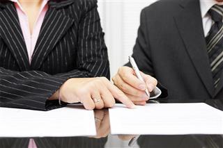 Uniform supplier denies sex bias in $1.5 million EEOC settlement, Cintas Corp. Equal Employment Opportunity Commission, gender bias