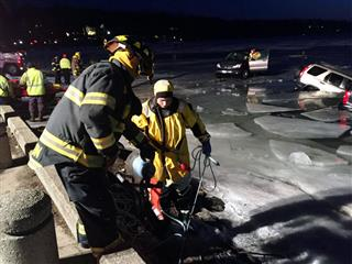 Business Insurance Off Beat story: Winterfest attendees in Wisconsin get cold reception when parked cars fall into Lake Geneva