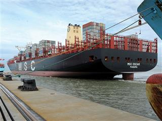 Megaships Allianz fear of outsize losses MSC Oscar Panama Canal Suez Canal  shipping marine cargo