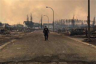 Thousands of Fort McMurray, Alberta, Canada, residents evacuate ahead of oil sands wildfire