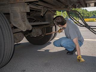 Truck driver injuries rise due to inexperienced workers' mishaps