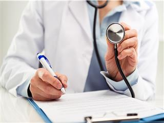 Comp claim costs lower when employers choose doctor, initial treating health care provider, according to a study published in the latest issue of the Journal of Occupational and Environmental Medicine.