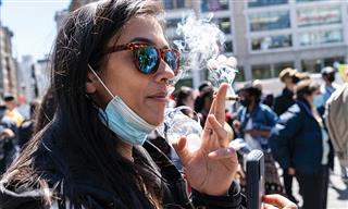 women smoking on NYC street