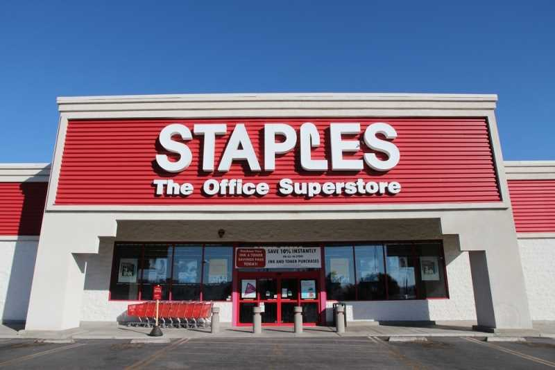 Obama slams Staples on health care