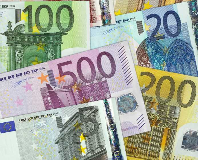 Insurance investors at risk of euro hit: Swiss Re