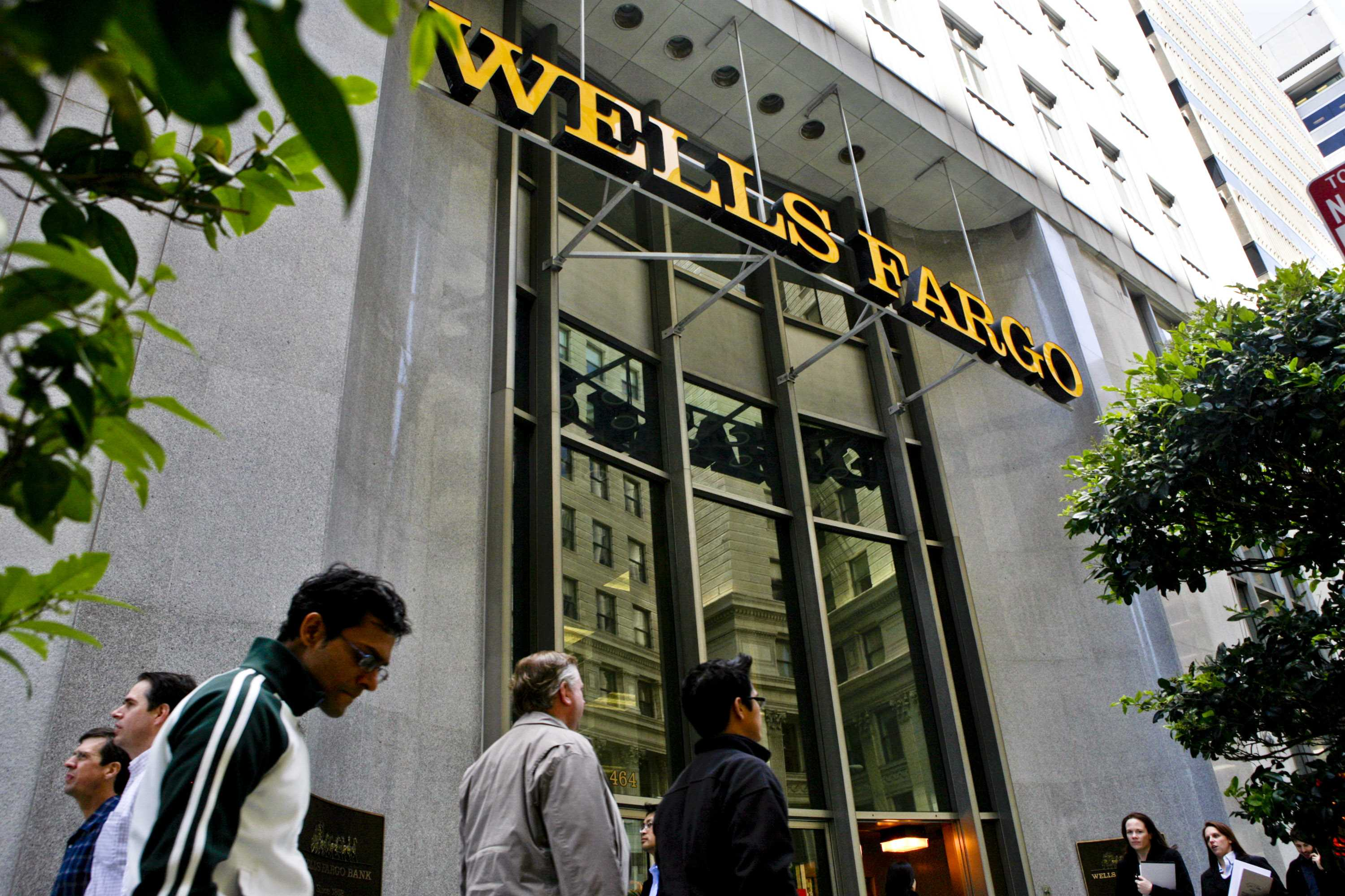 Wells Fargo selling 42 brokerage offices to USI