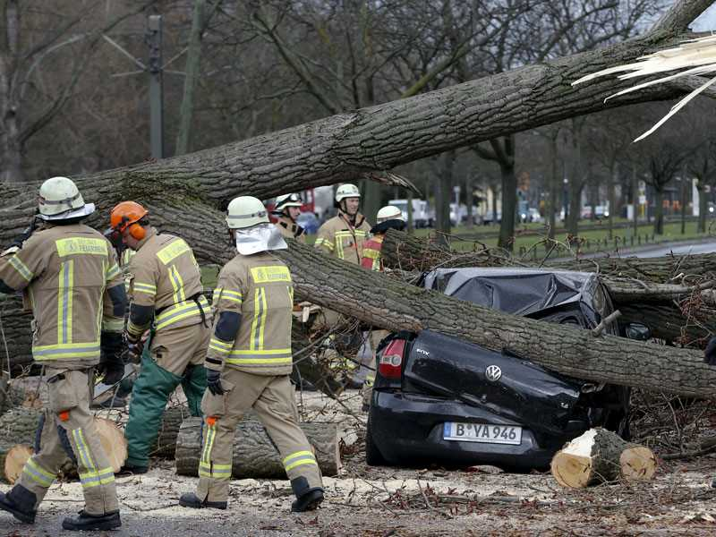 Spring European windstorm Mike-Niklas damage estimate lowered to $925 million by Perils A.G.