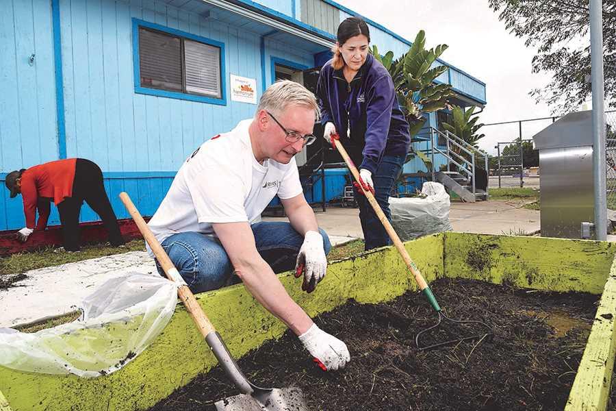 RIMS volunteers give San Diego after-school program fresh outlook