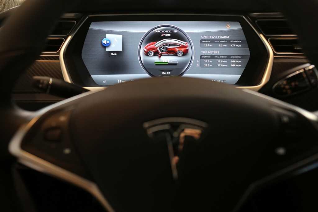 Tesla in fatal Autopilot crash was speeding, highway regulator says