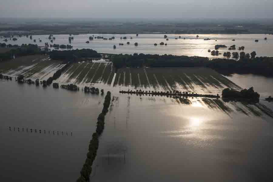 lowest price 74d71 7c180 Photo by Reuters Flooding along the Mississippi and other Midwestern rivers  in the U.S. In June 2008 halted barge traffic and inundated farmlands  (grain ...