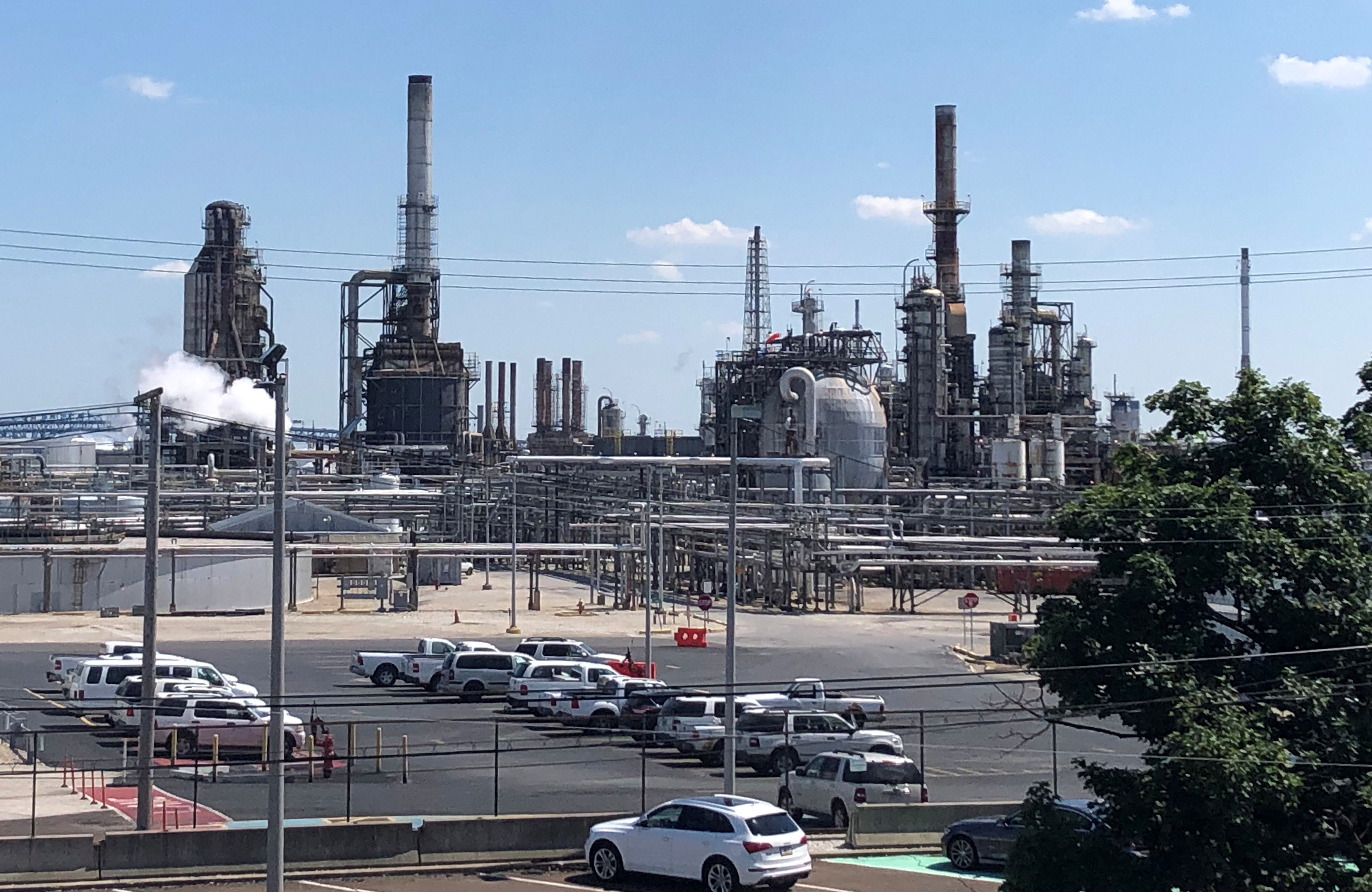 Bankrupt refinery to get $50 million insurance payment